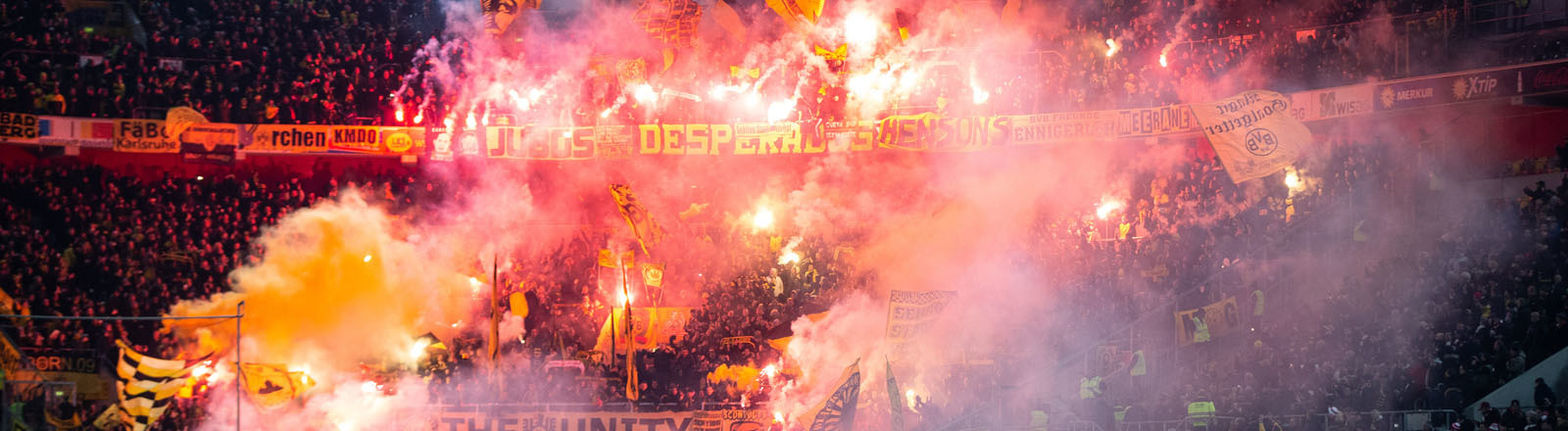 Pyro im Fußballstadion