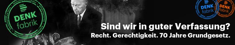 Konrad Adenauer bei der Unterzeichnung des Grundgesetzes am 23. Mai 1949