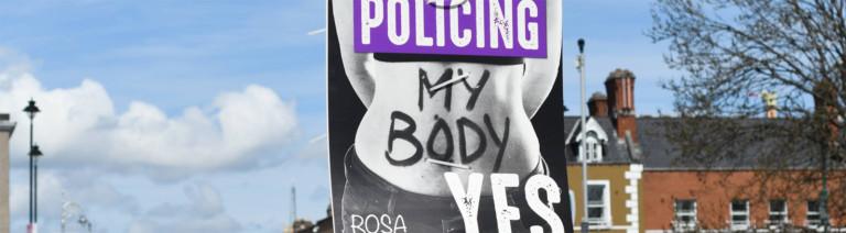 Plakat von Abrteibungsbefürwortern in Dublin