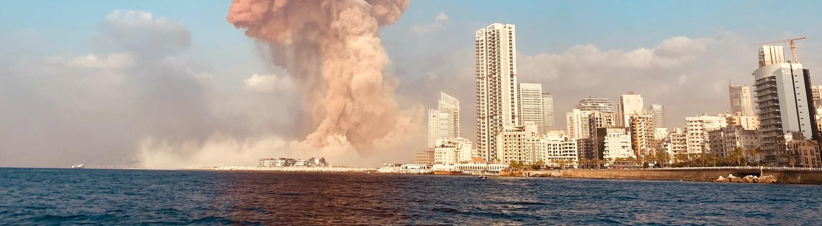 Explosionswolke am Hafen von Beirut