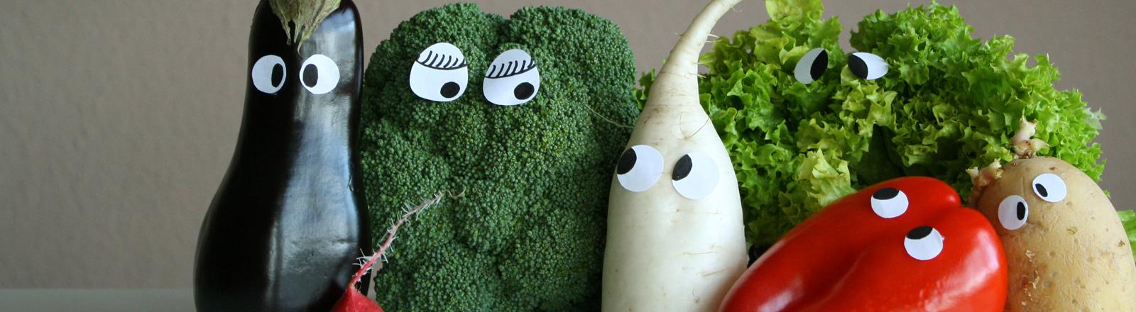 Verschiedene Gemüsesorten - Aubergine, Paprika, Brokkoli und Co. - mit Augen.