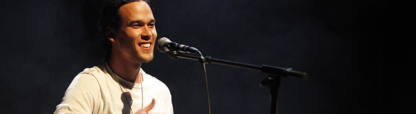 US-Singer/Songwriter Justin Nozuka auf dem Blue Balls Festival in Luzern am 30.07.2011.
