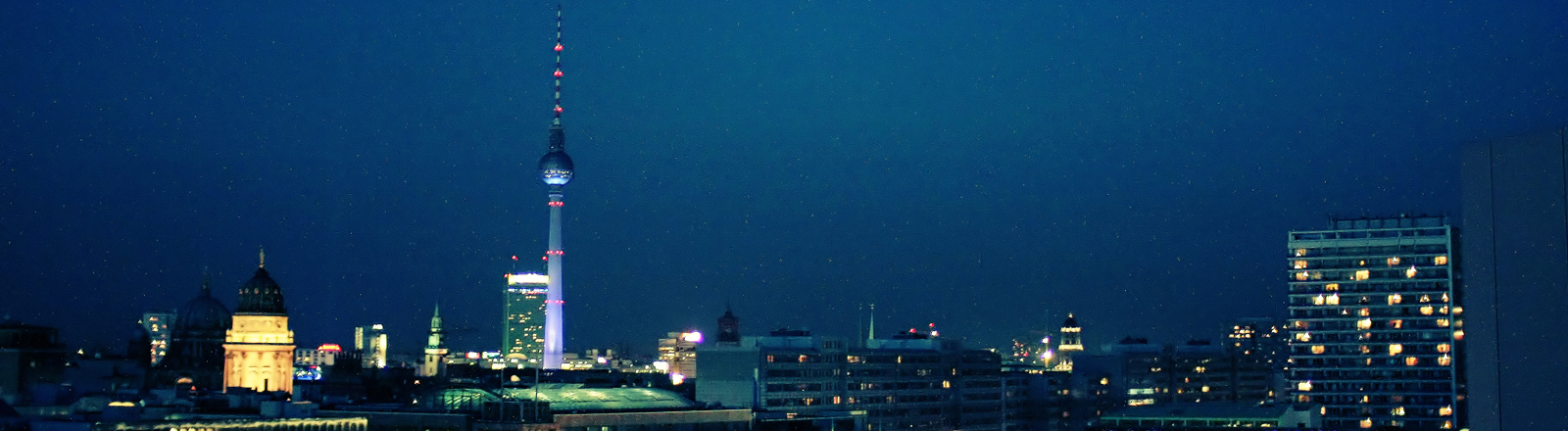 Die Stadtsilhouette von Berlin bei Nacht