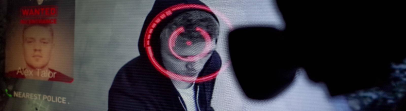 Ein Mann wird von einer Kamera erfasst und eine Gesichtserkennung durchgeführt.