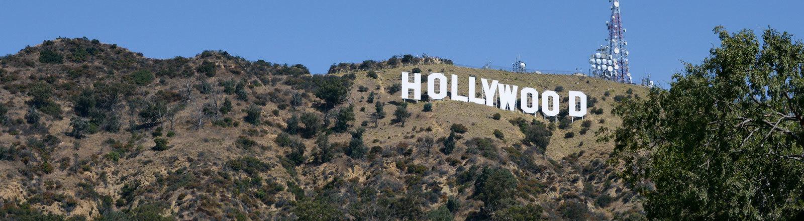 Das berühmte Hollywood-Schild, das zum Wahrzeichen der Filmindustrie in Los Angeles geworden ist.