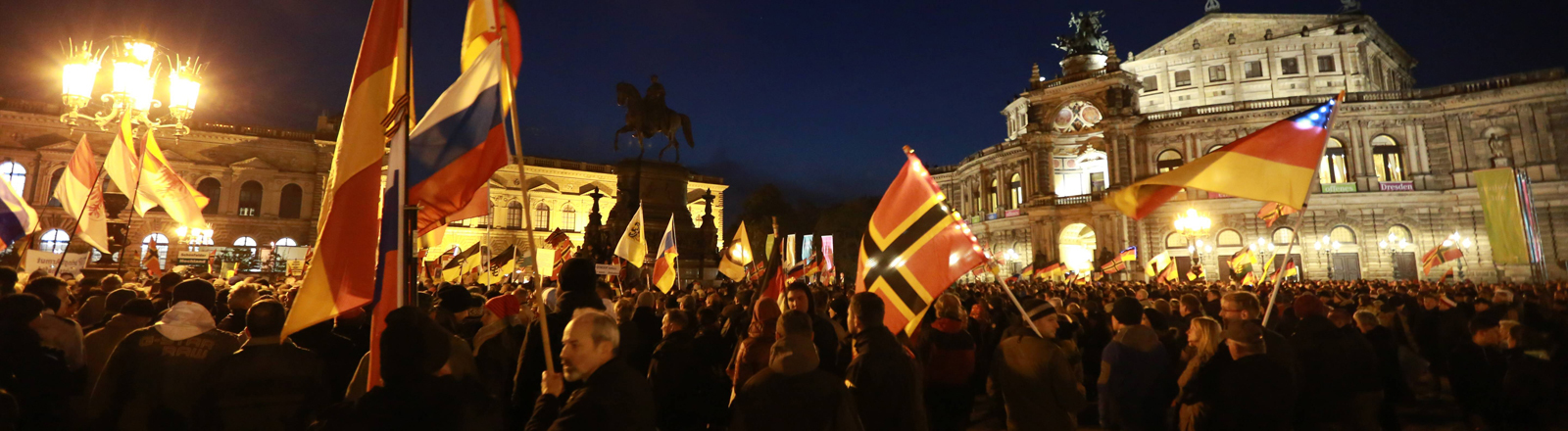 Pegida und Gegendemo am 12.10.2015 in Dresden.