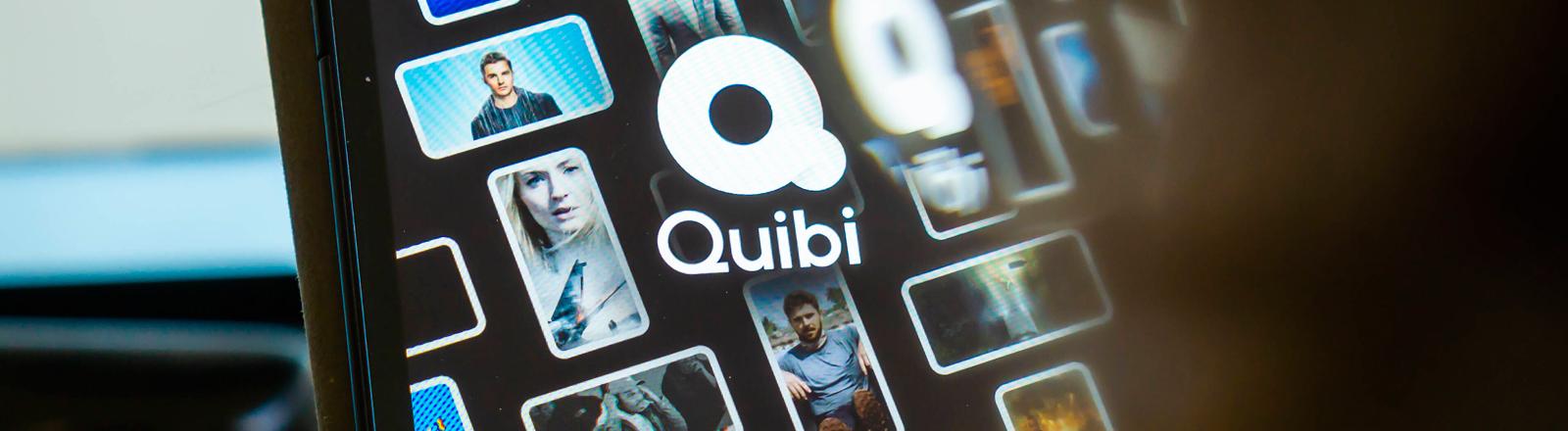 Auf einem Smartphone ist das Quibi-Logo zu sehen.