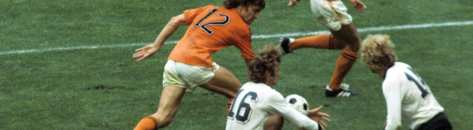 Spielszene beim Endspiel der Fußball-WM 1974 zwischen Deutschland und den Niederlanden
