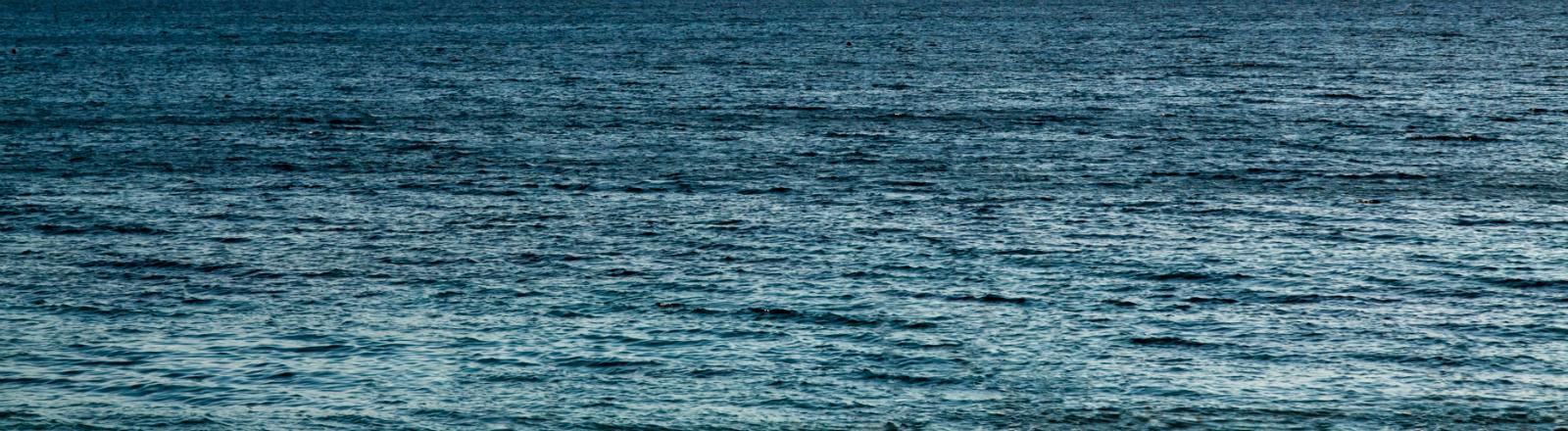 Blick über raue See.