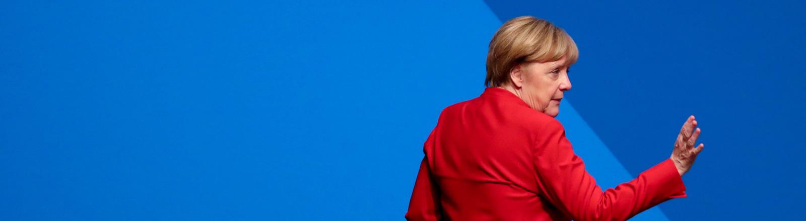 Angela Merkel verlässt den CDU-Bundesparteitag