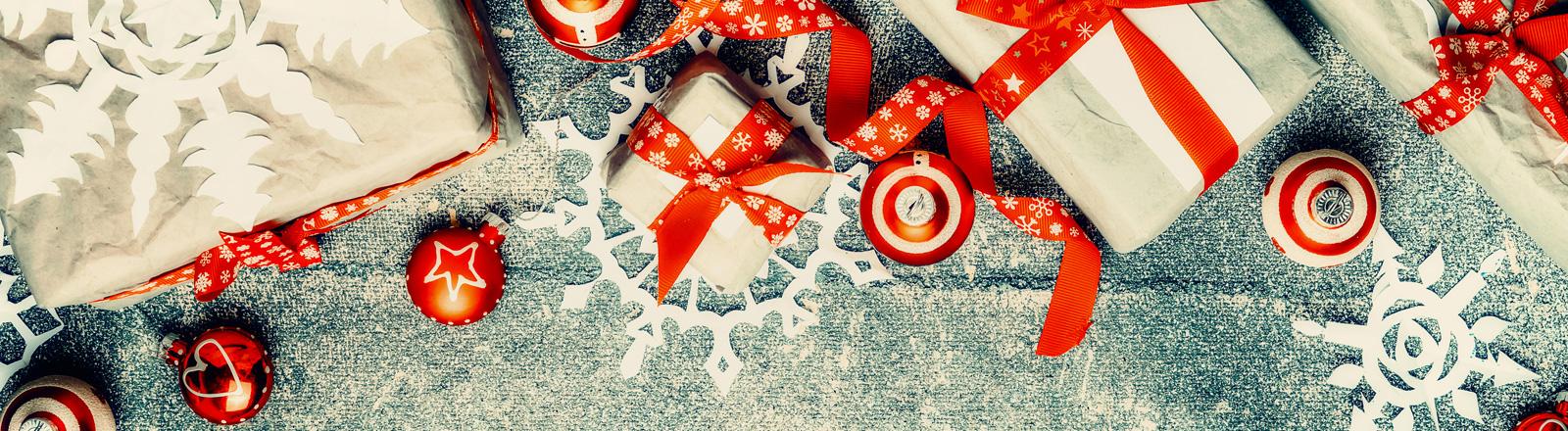 Weihnachtsgeschenke und Weihnachtsdeko