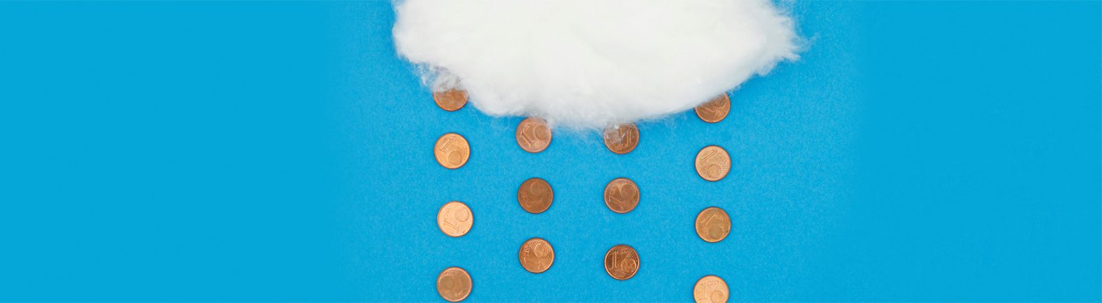 Aus einer Wolke fallen Cent-Münzen