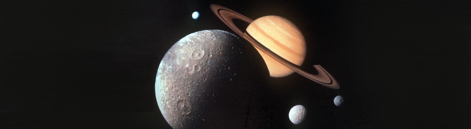 Fotomontage des Saturnsystems, von der Sonde Voyager 1 der US-Raumfahrtbehörde NASA am 18. Oktober 1980 übermittelt.