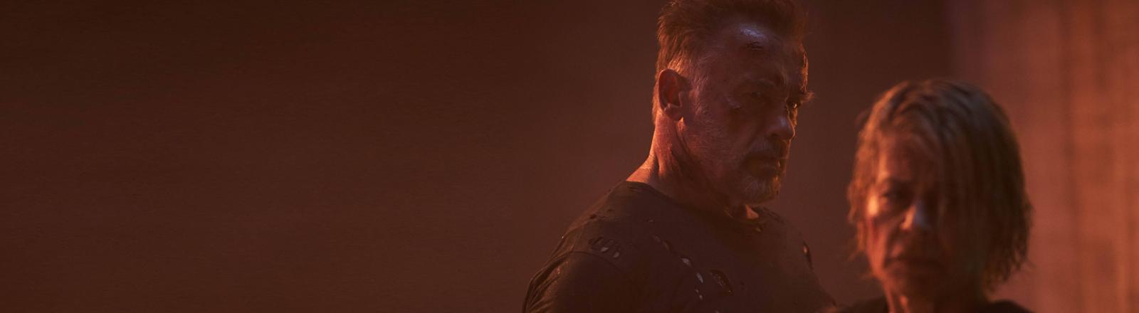 "Szene aus ""Terminator: Dark Fate"" mit Arnold Schwarzenegger und Linda Hamilton"