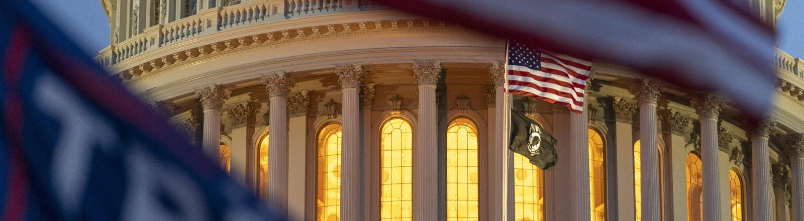 Das US-Kapitol am 6.01.2021: Trump-Unterstützende haben das Regierungsgebäude gestürmt.