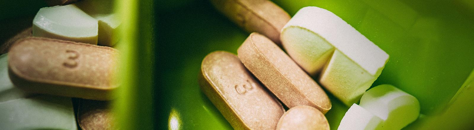 Nahrungsergänzungsmittel in einer Pillendose