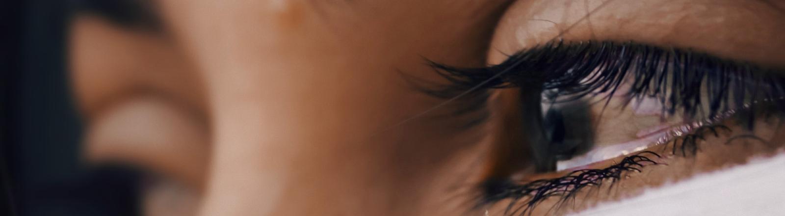 Ein tränendes Auge.
