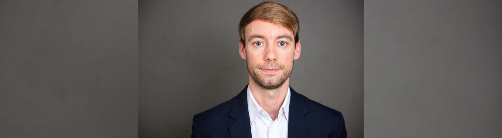 Ein Porträt von Politikberater Johannes Hillje.