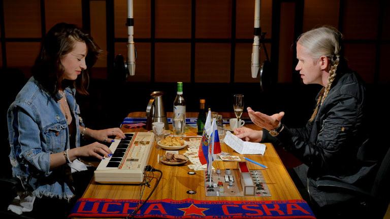Romano mit Kat Kaufmann am Keyboard im Dlf Nova Studio