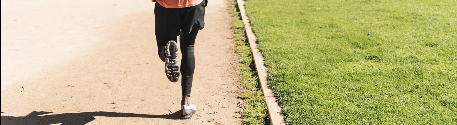 Ein Läufer auf der Laufbahn