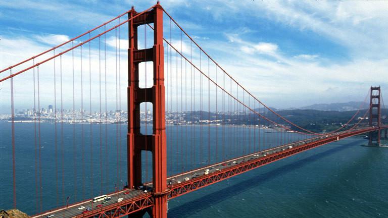 Blick auf die berühmte Golden Gate Bridge in San Francisco