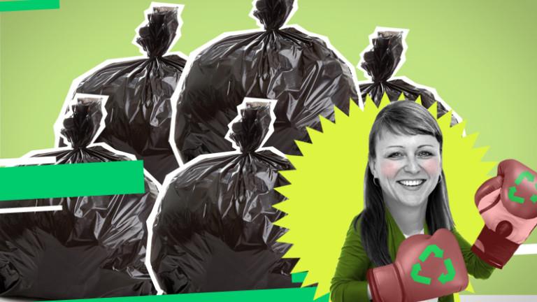 Müllsäcke und Frau mit Boxhandschuhen