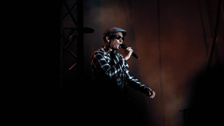 Xavier Naidoo bei einem Konzert auf der Bühne