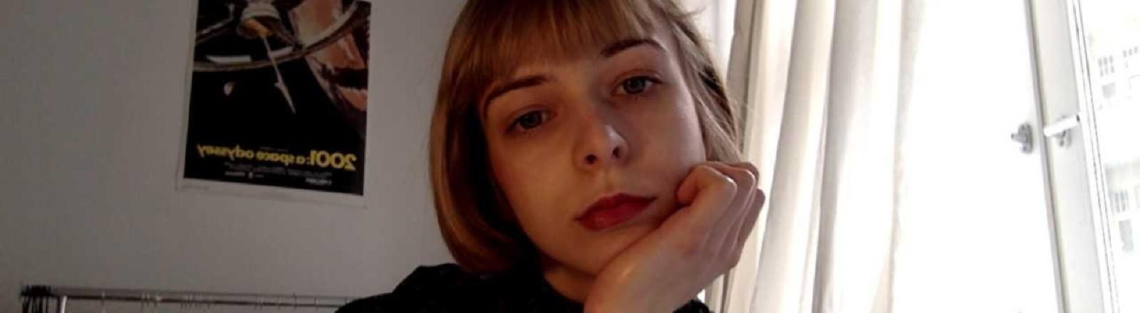 Anna Dreussi macht einen Video-Call.
