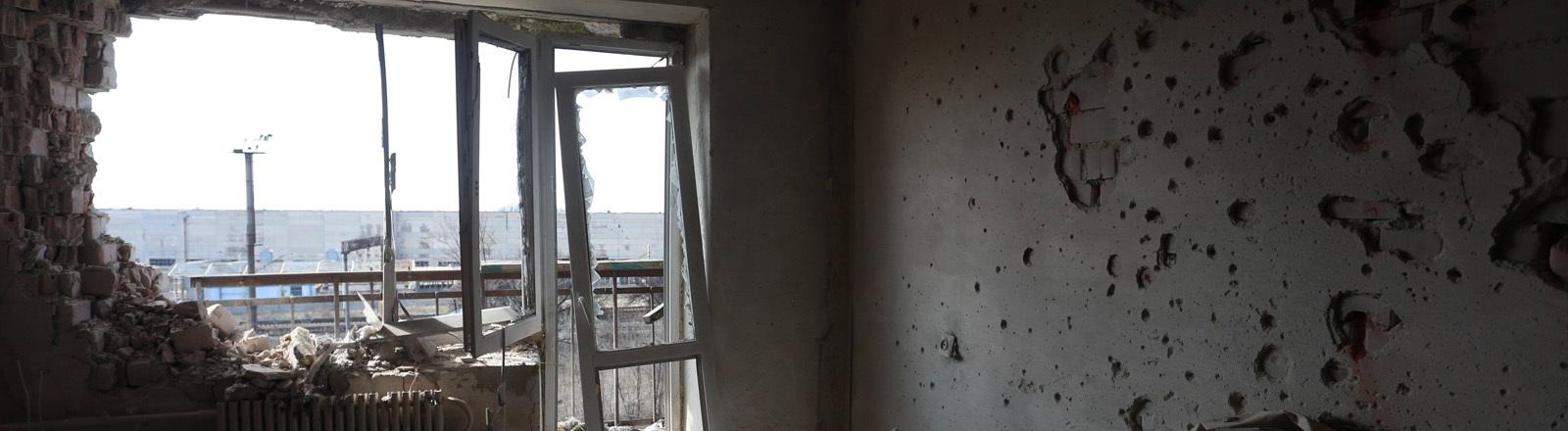 Ein zerstörtes Haus in der Ost-Ukraine.