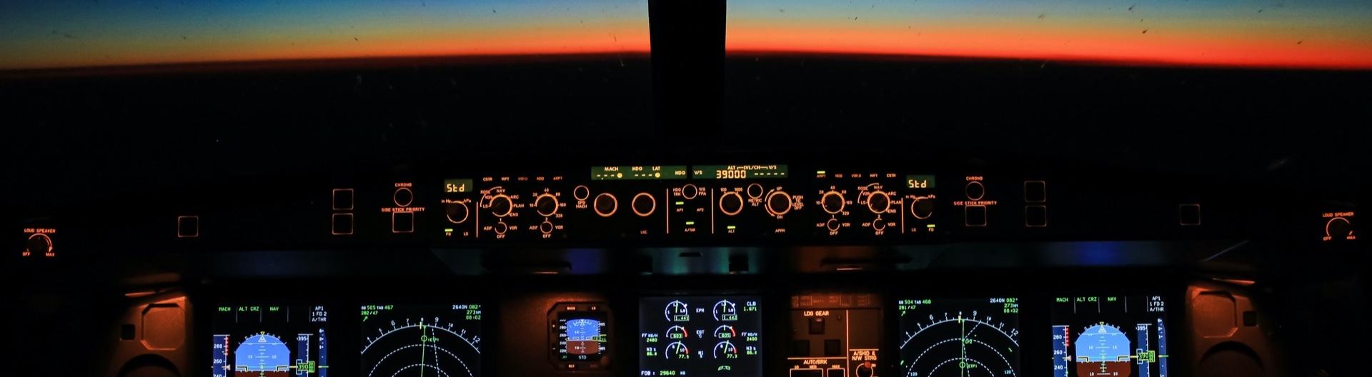 Cockpit bei Sonnenaufgang