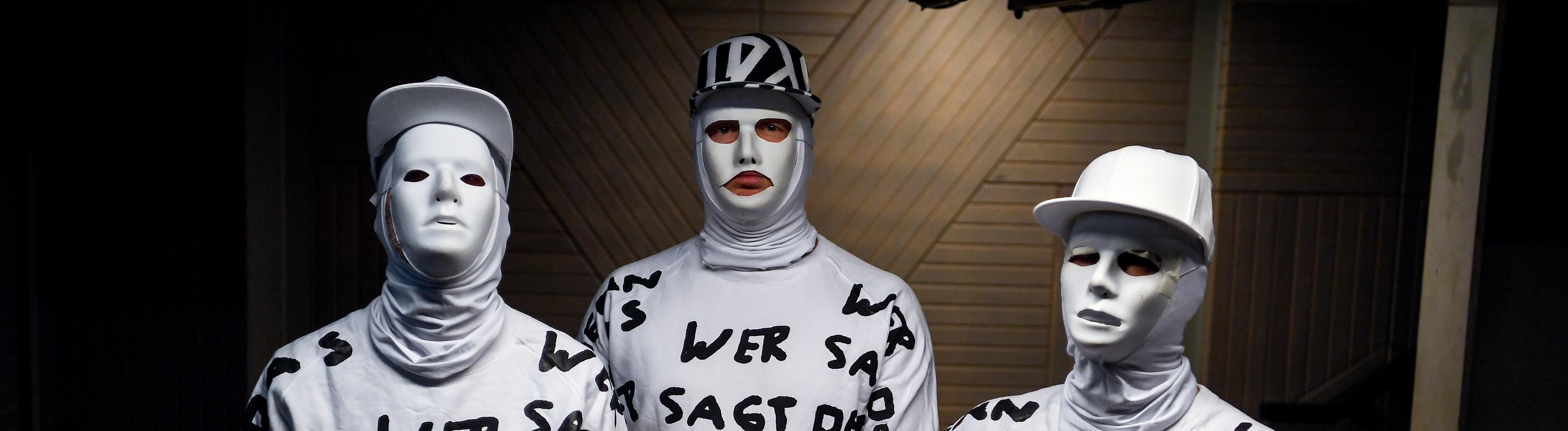 2.08.2019, Berlin: Philipp Grütering (l-r) alias Kryptik Joe, Sebastian Dürre alias Porky und Henning Besser alias La Perla der Band Deichkind.