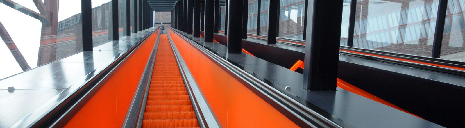 """Die längste freistehende Rolltreppe befindet sich auf dem Gelände der Zeche """"Zollverein""""."""