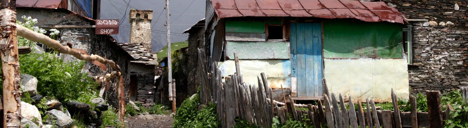 Uschguli ist eine Gemeinschaft von vier Dörfern am oberen Ende der Enguri-Schlucht im Großen Kaukasus.