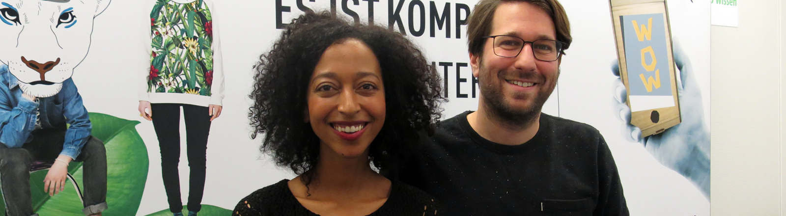 Buchautorin Melanie Raabe und Moderator Sebastian Sonntag.