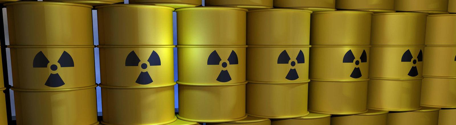 Gestapelte Fässer mit Atommüll