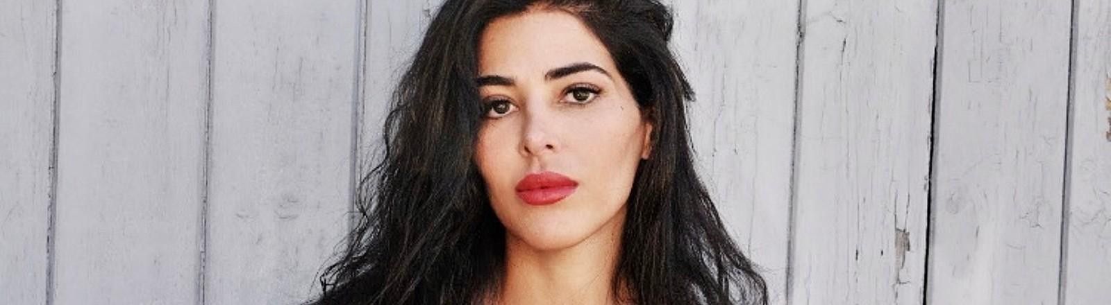 Samira El Ouassil im Portrait.