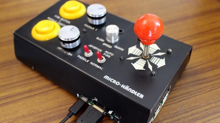 Diesen 80er-Jahre-Gamecontroller hat Moritz schon seit Jahren herumliegen und hat ihn jetzt zur Universalkonsole umgebaut,