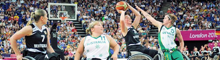 Marina Mohnen (zweite v.r.) in Aktion beim Rollstuhlbasketball-Finale der Paralympischen Spiele 2012 in London