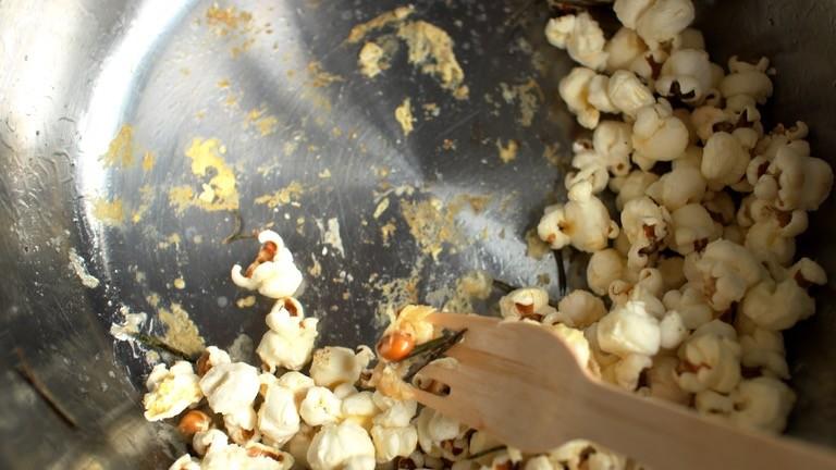 Aber Achtung! Zu früh hinzugegebener Parmesan verklebt dem Top in Sekundenschnelle.