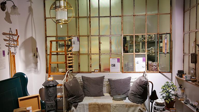 Im Geschichtsbüro history-today kann man Möbel mit Geschichte kaufen.