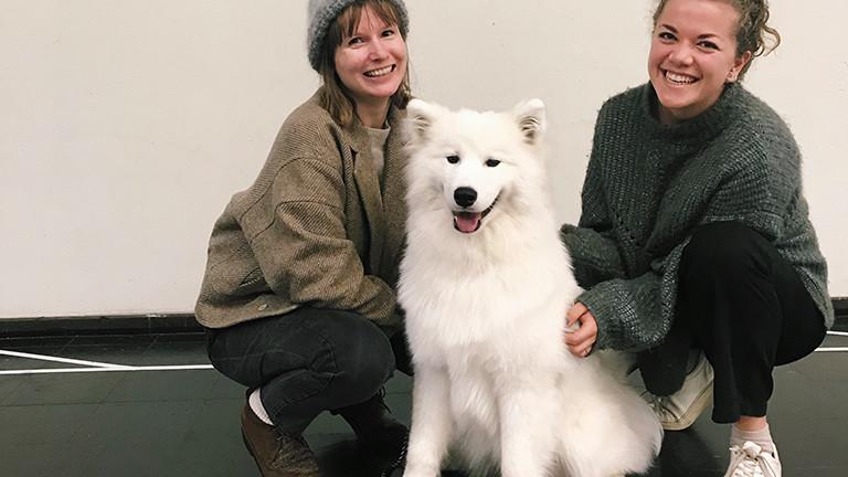 Franziska Uhl und Ann Cathrin Schönrock mit Hund