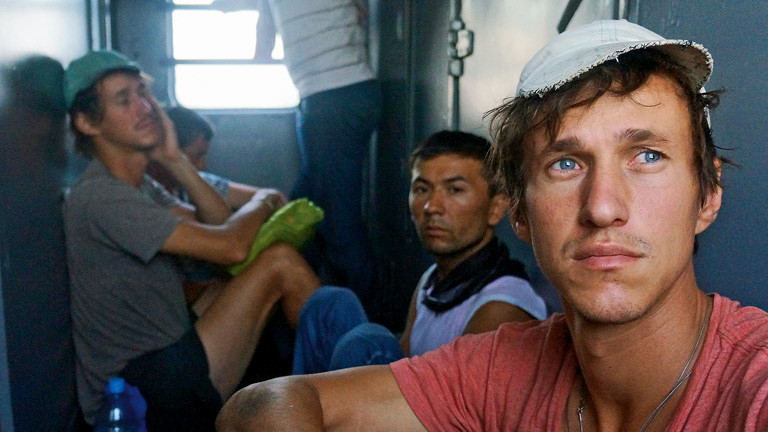Paul und Hansen Hoepner müde im Zug.