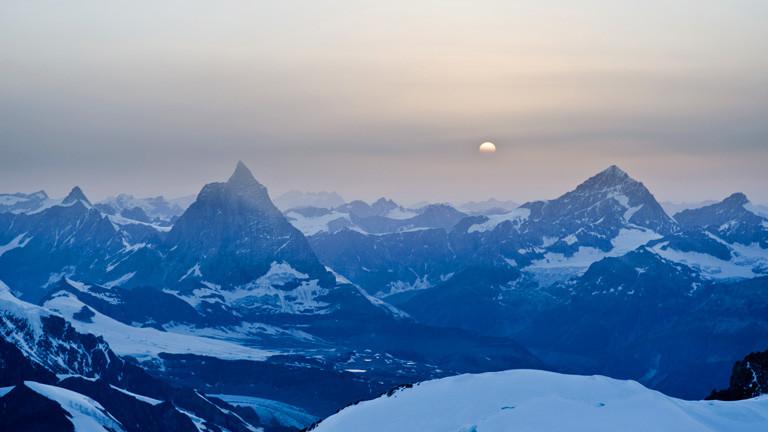 Geltscherlandschaft, Berge und Sonne