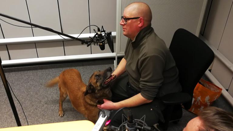 Polizeihundeführer Dirk Lübbers und Hündin Pebbles.