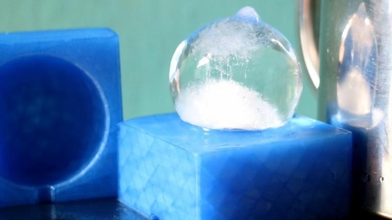 Eiswürfel auf 3D-gedruckter Form