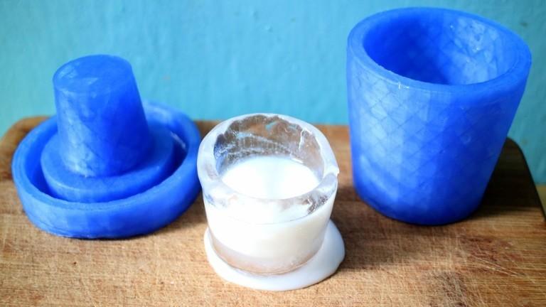 Eiswürfel aus einer 3D-gedruckten Form