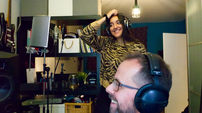 Sängerin Nadja im Studio