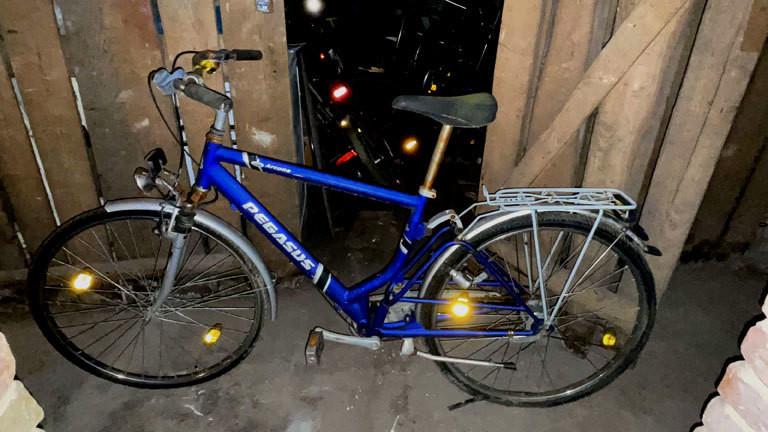 Kellerfund: Ein Fahrrad, das entsorgt werden soll,