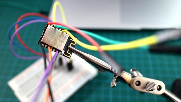 Elektronik eines selbst gebastelteten Dash Buttons