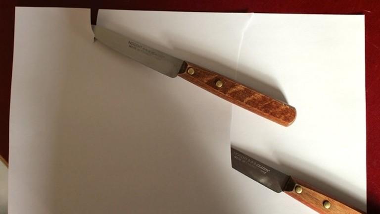 Papierschneidetest mit geschliffenen Messern.